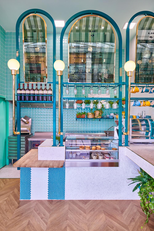 Banque agencement bois carrelage mosaïque Piada Lyon Confluence